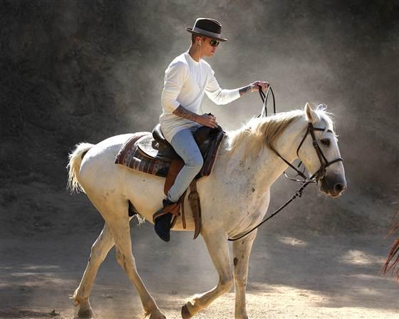 justin-bieber-on-horse